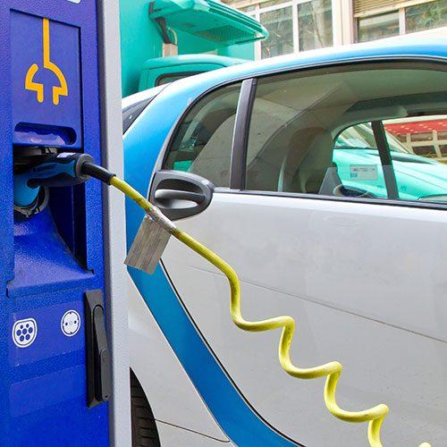 Stromleitungen für E-Tankstellen
